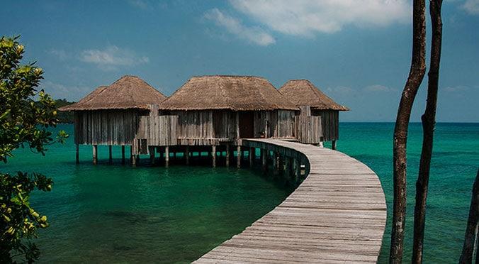 Honeymoon destinations Asia, villas on stilts