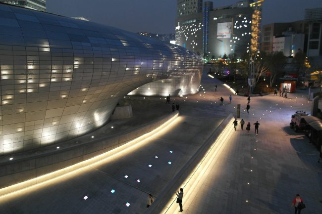 Dongdaemun's busy night shopping