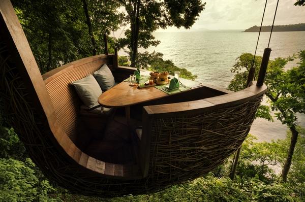 Treetop dining pod
