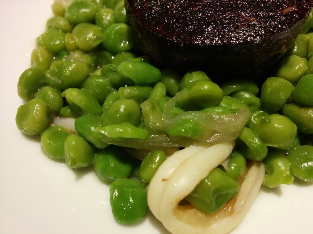 Green peas and blood sausage