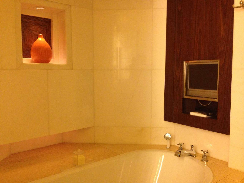 Soaking bath TV