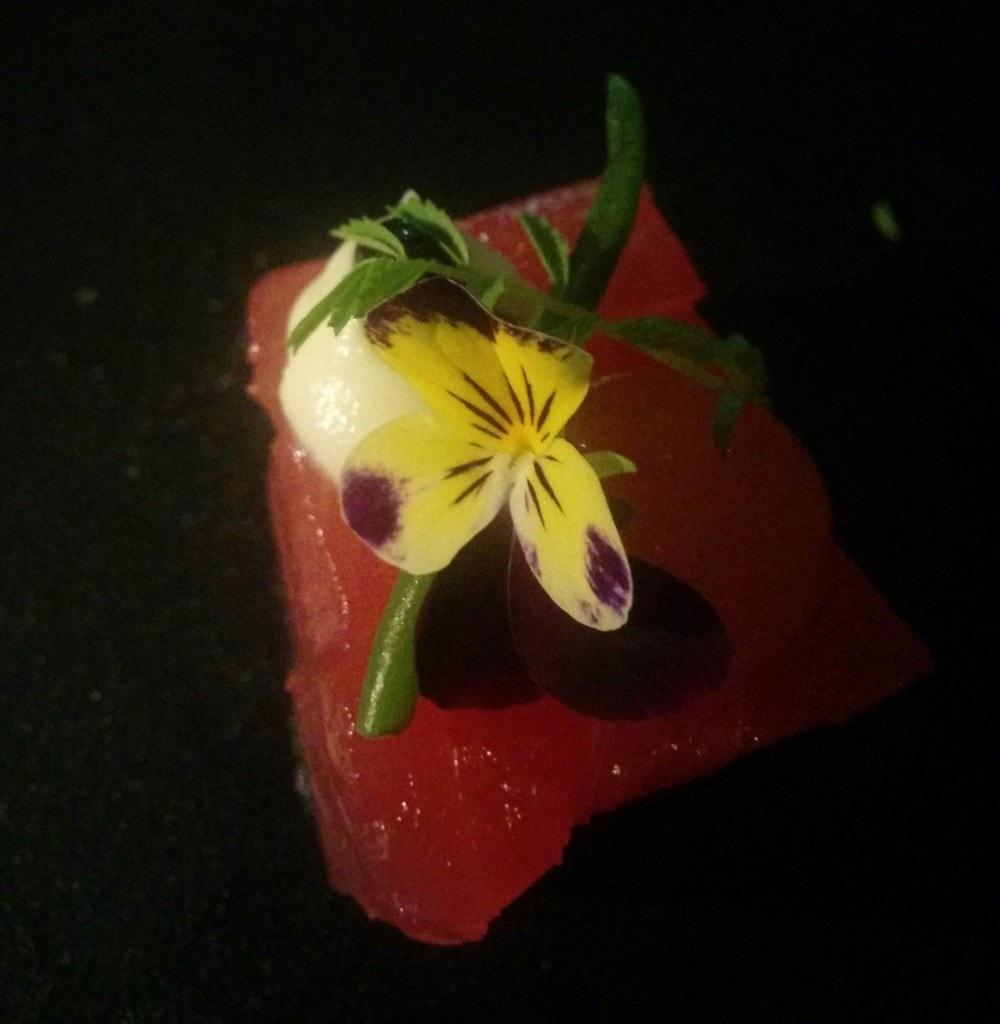 Sashimi of yellowfin tuna with white soy, fennel cream and Oscietra caviar