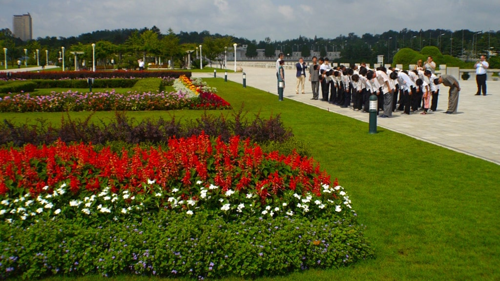 North Koreans bowing at Kumsusan