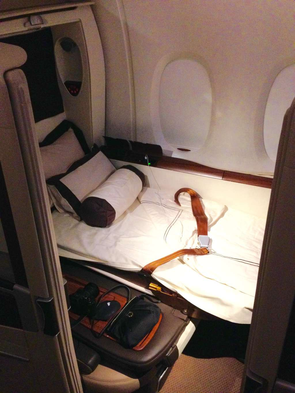 Making the bed Singapore Airlines Suites review