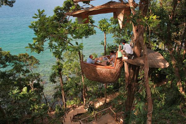 Tree pod dining Soneva Kiri