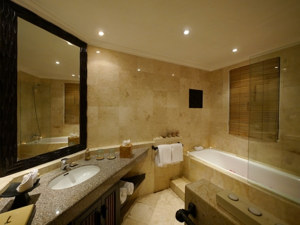 Spa Village Tembok bathroom