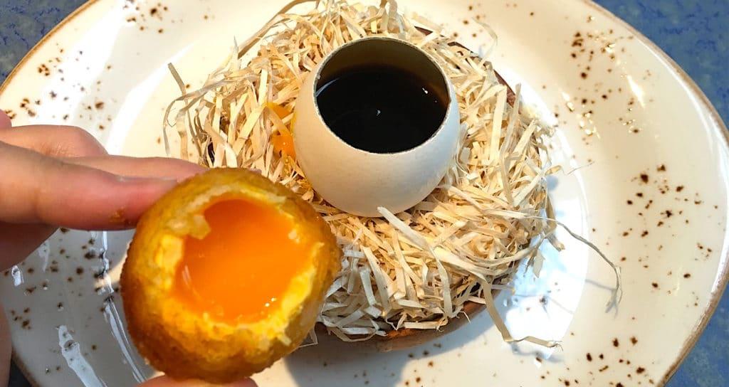 Crunchy egg yellow with mushroom jelly