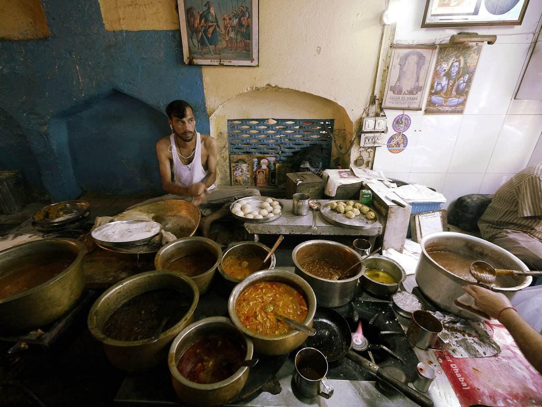 Making kulcha at Kesar da Dhaba