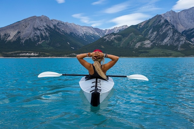 Kayaking to burn calories while traveling