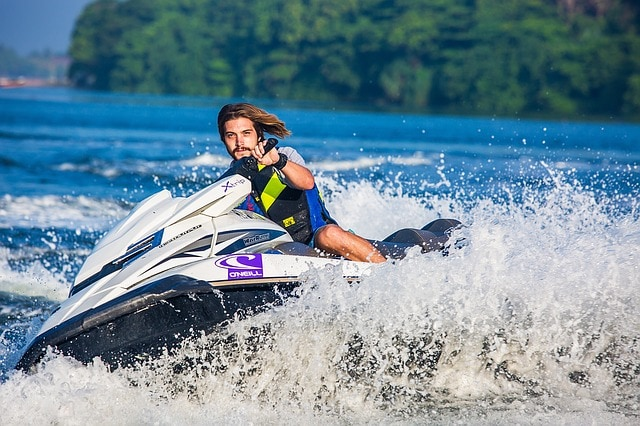 Jet skiing to burn calories when traveling