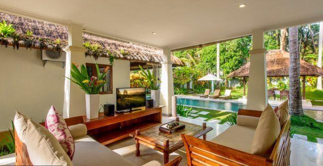 Villa Gils pool area