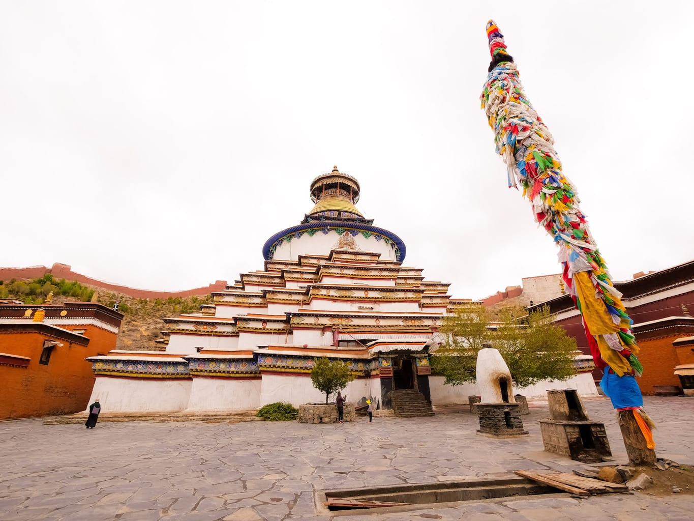 Kumbum Stupa exterior