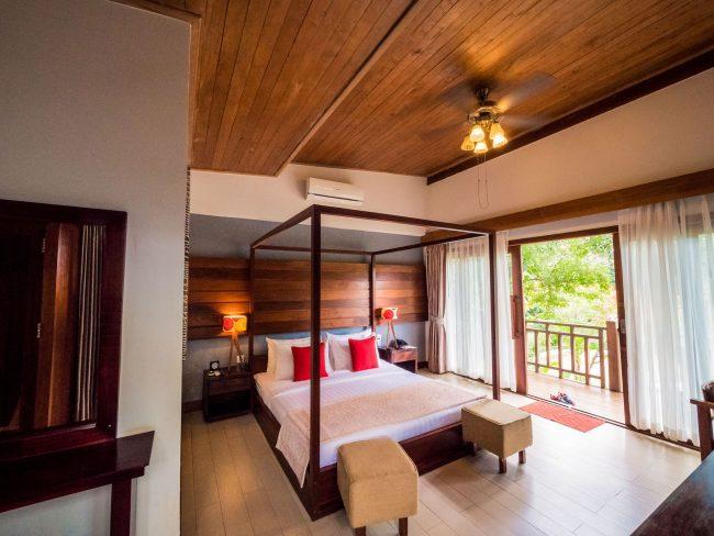 Mayura Hills Resort bedroom