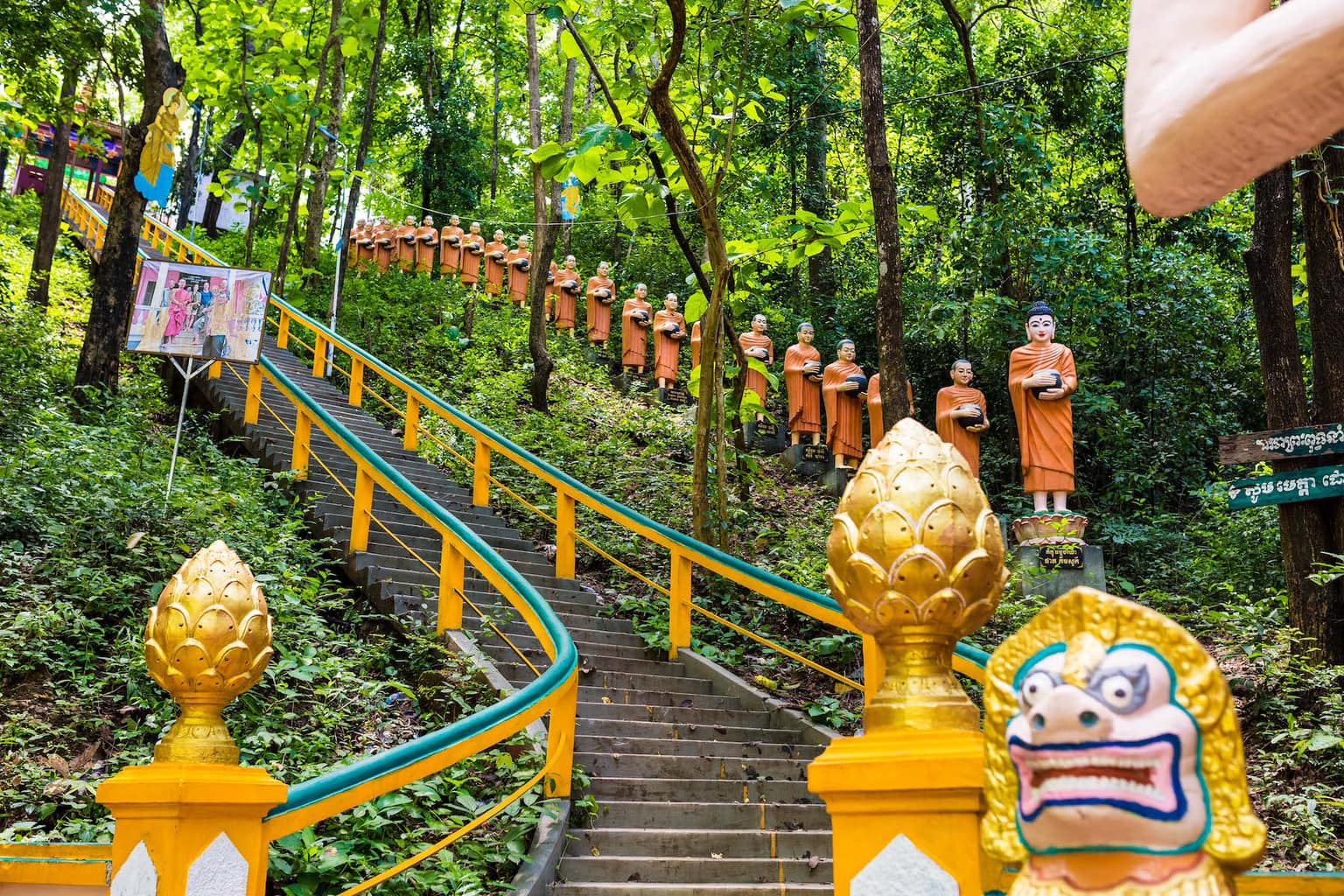 Thousands of buddhas