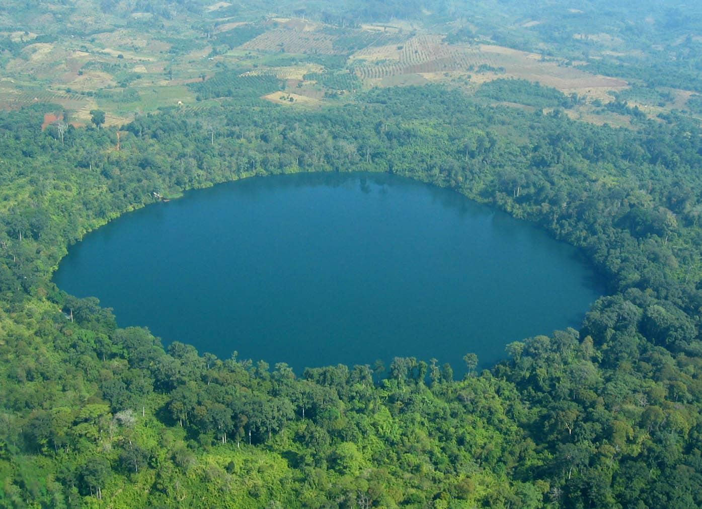 Yeak Laom Lake