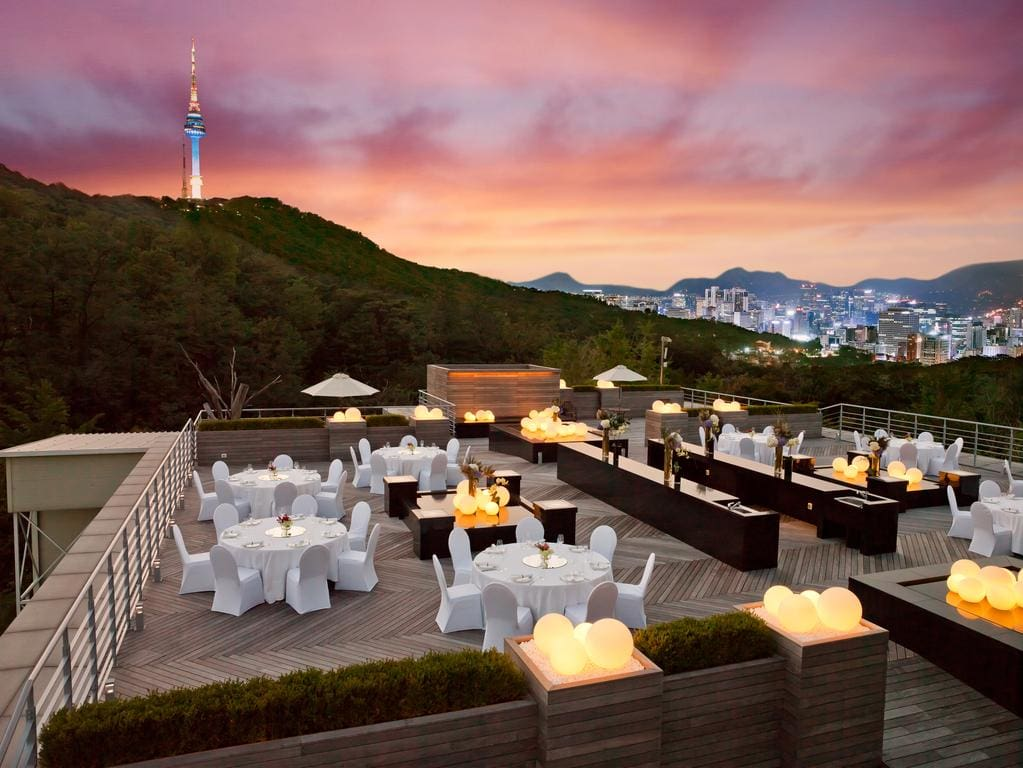 Banyan Tree Club & Spa Seoul rooftop dining
