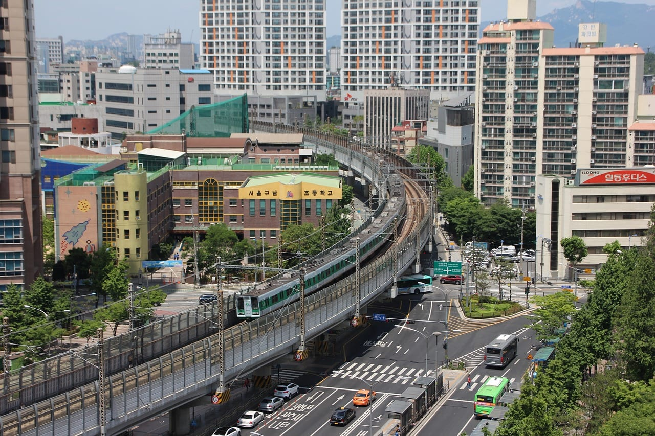 Seoul's Green Line goes above and below the ground