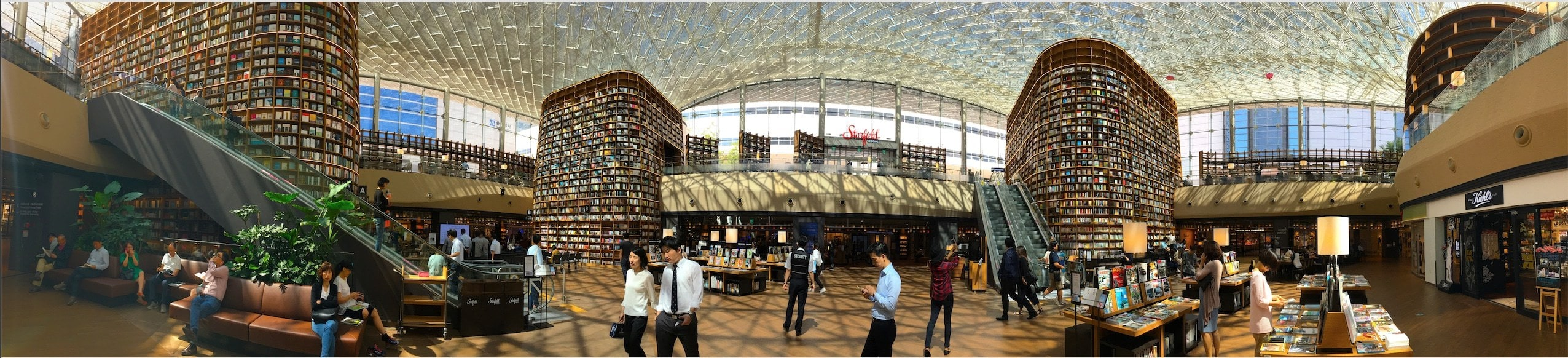 Starfield COEX Library in the middle of the mall