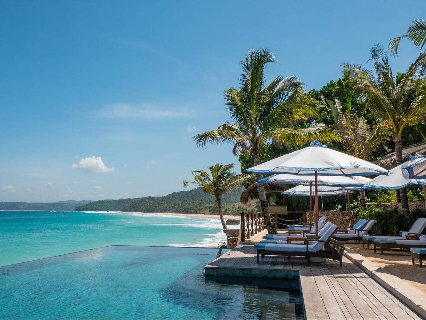 Infinity pool with beach