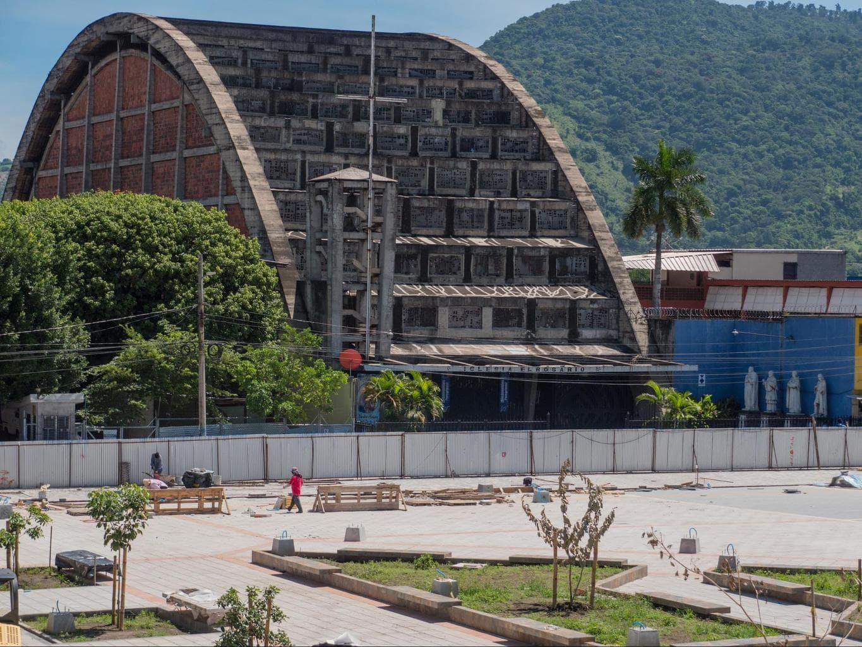 Iglesia El Rosario Exterior in San Salvador
