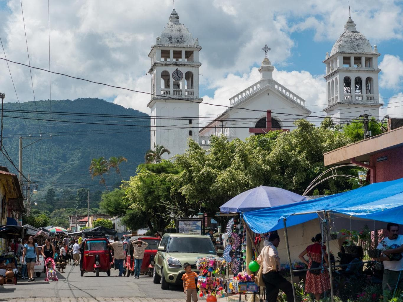 Is El Salvador safe to visit for tourists and travelers?