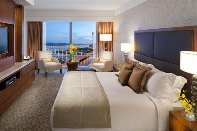 Mandarin Oriental Macau suite