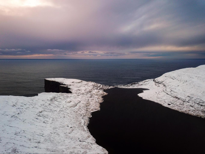 Lake Sørvágsvatn or Leitisvatn