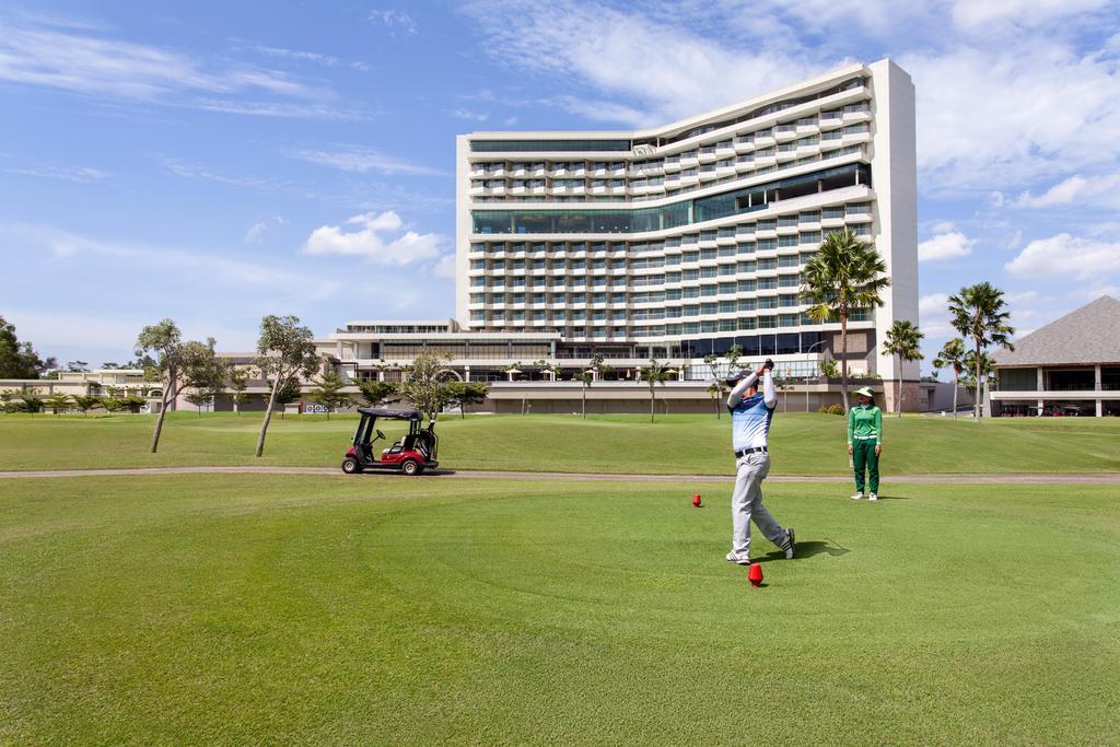 Golf at the Radisson in Batam