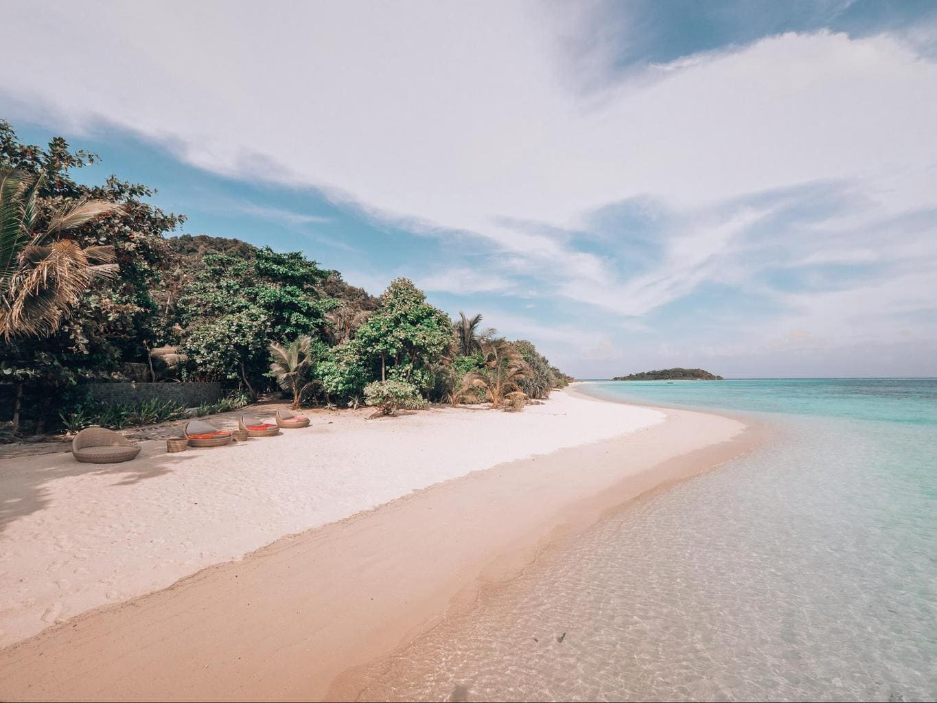 White sand beaches on Bawah Island