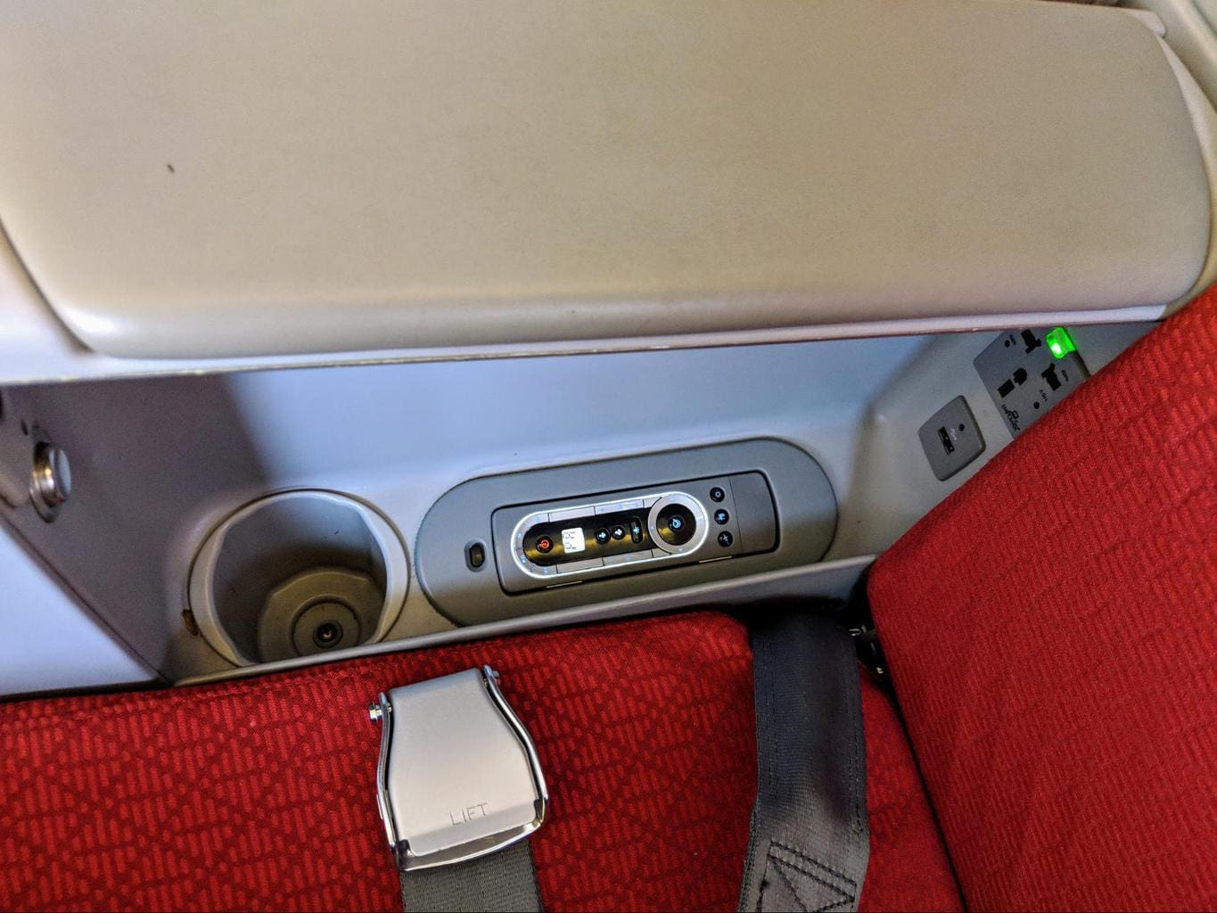 USB and regular sockets on Ethiopian Airlines Business Class Boeing 777-300