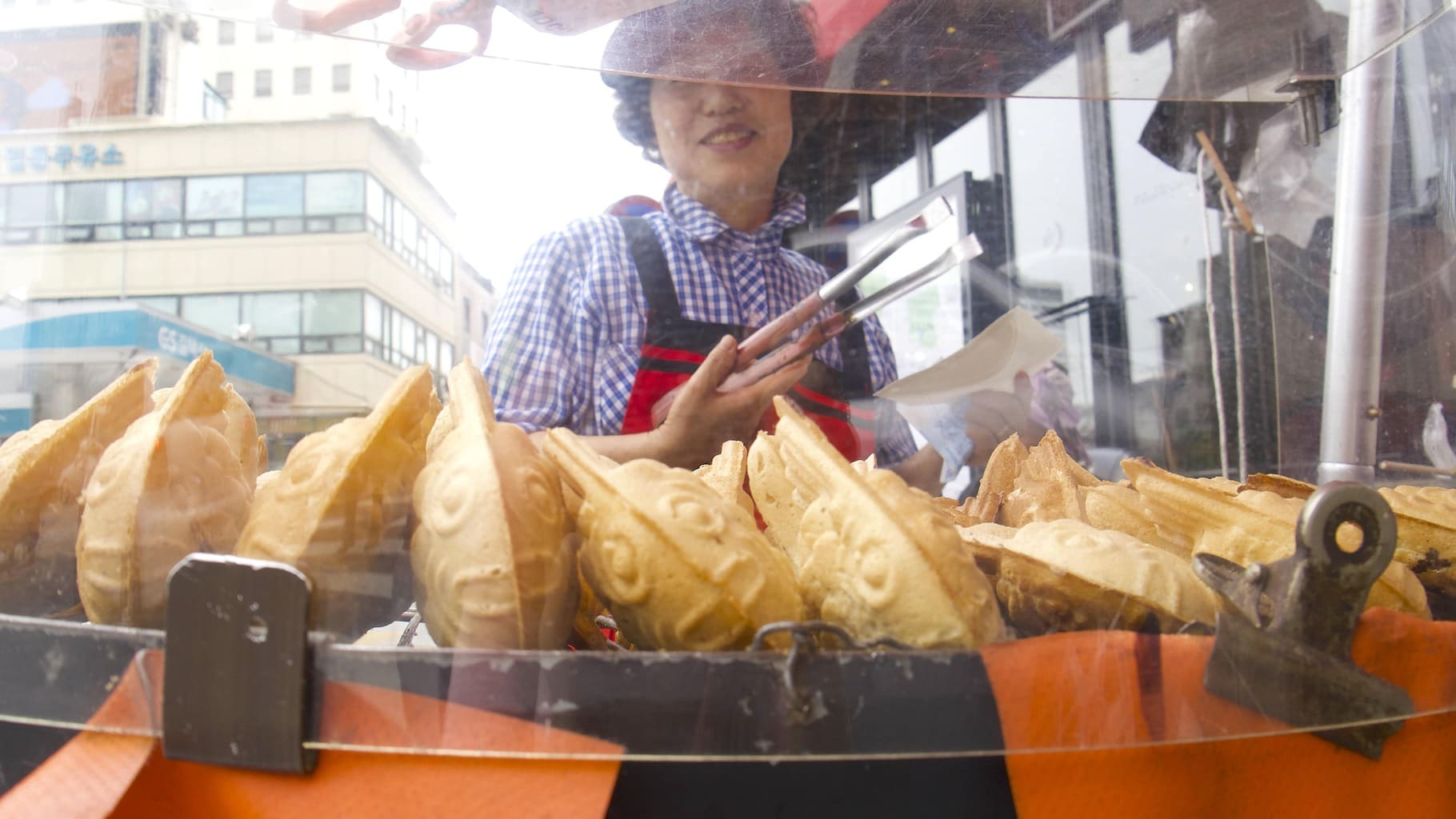 Street food in Korea, these fish have red bean inside
