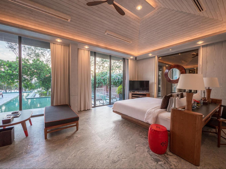 The master bedroom in the 5-bedroom beach villa Phuket