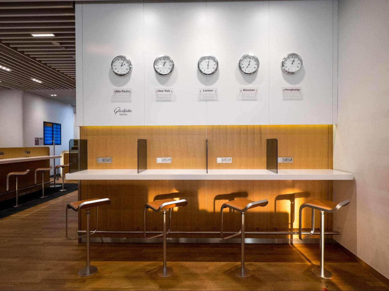 Working desks in Lufthansa Business Class Lounge at Munich Airport