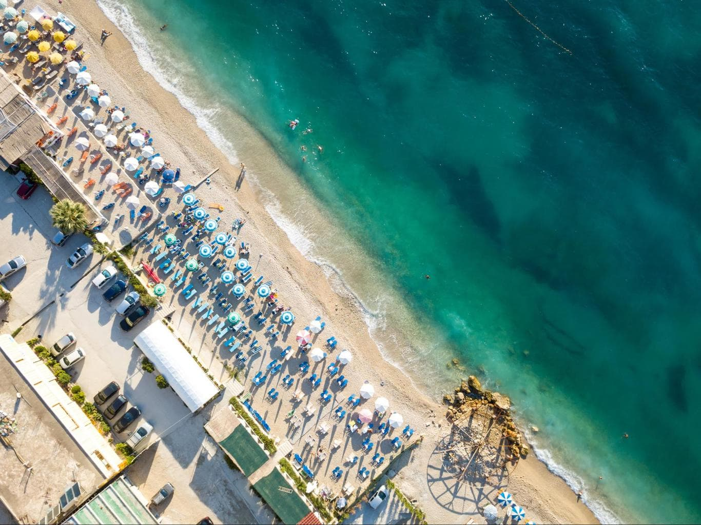 Beach clubs from Vlora to Kanine
