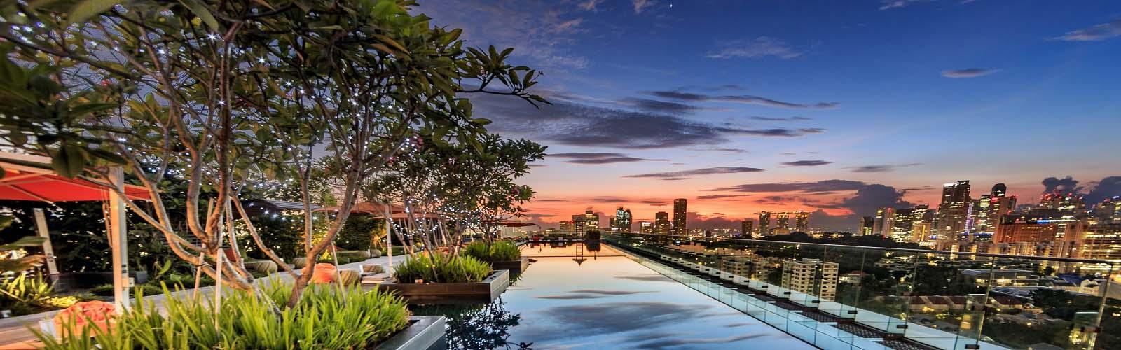 Hotel Jen rooftop pool