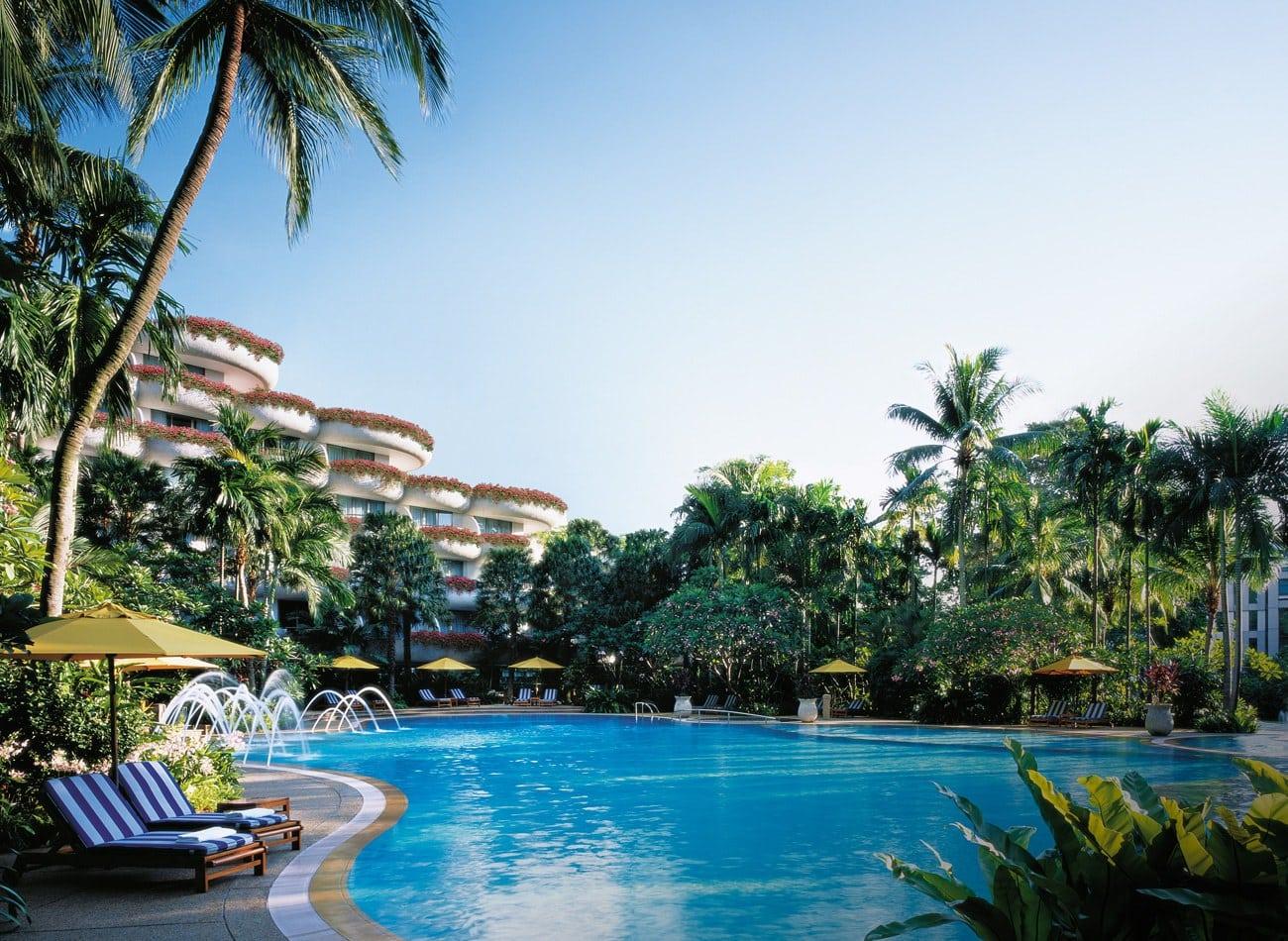 Shangri-la Singapore swimming pool