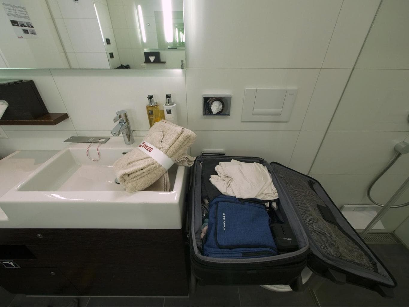 Smart space to open your suitcase in the shower of the Swiss arrival lounge in Zurich