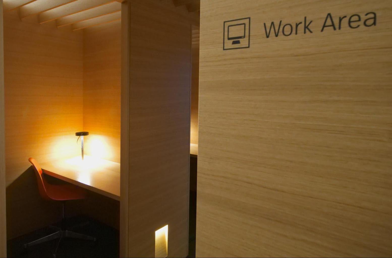 Work area at Swiss Senator Lounge at Zurich airport