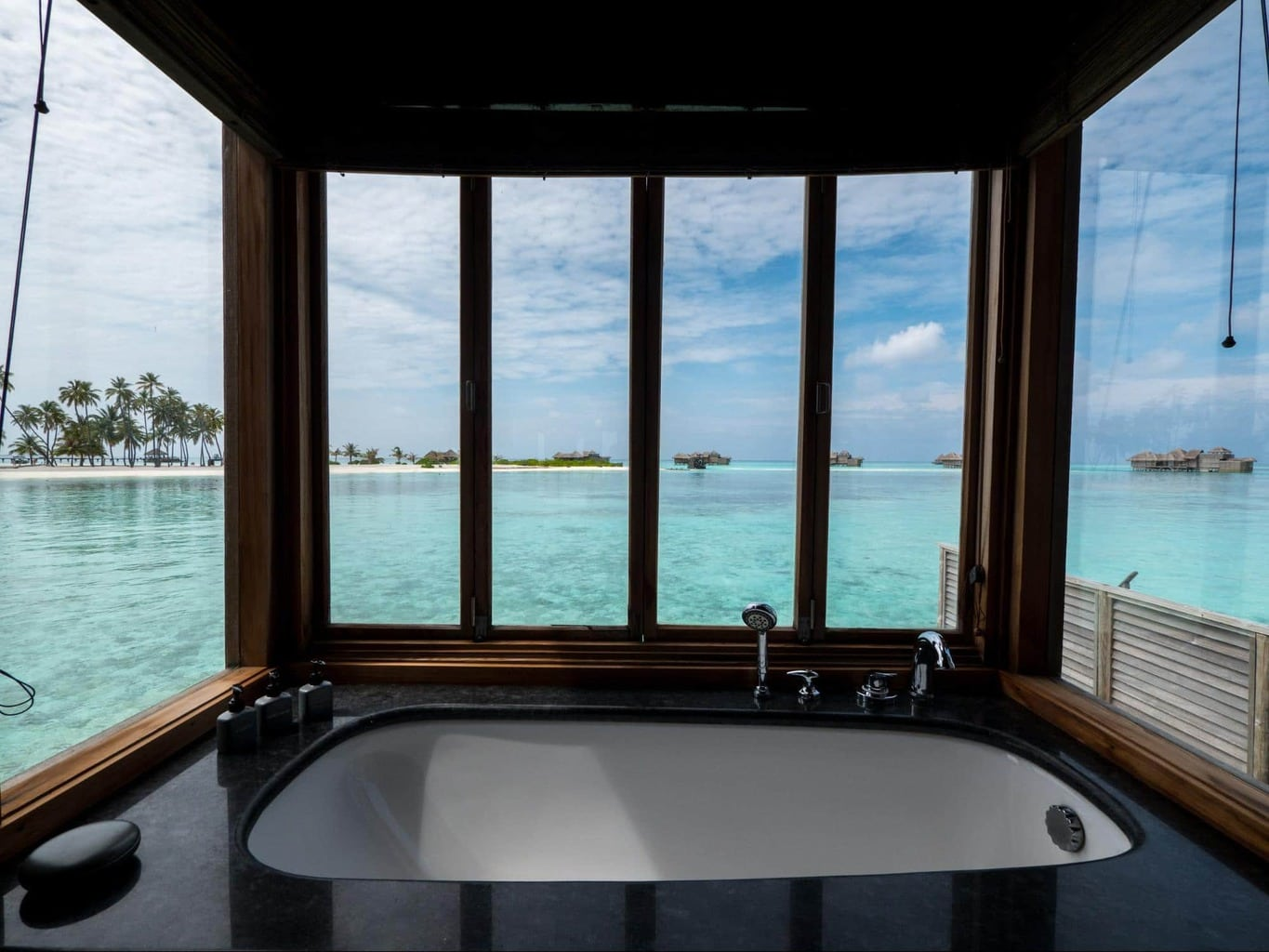 Bathroom at Gili Lankanfushi 02