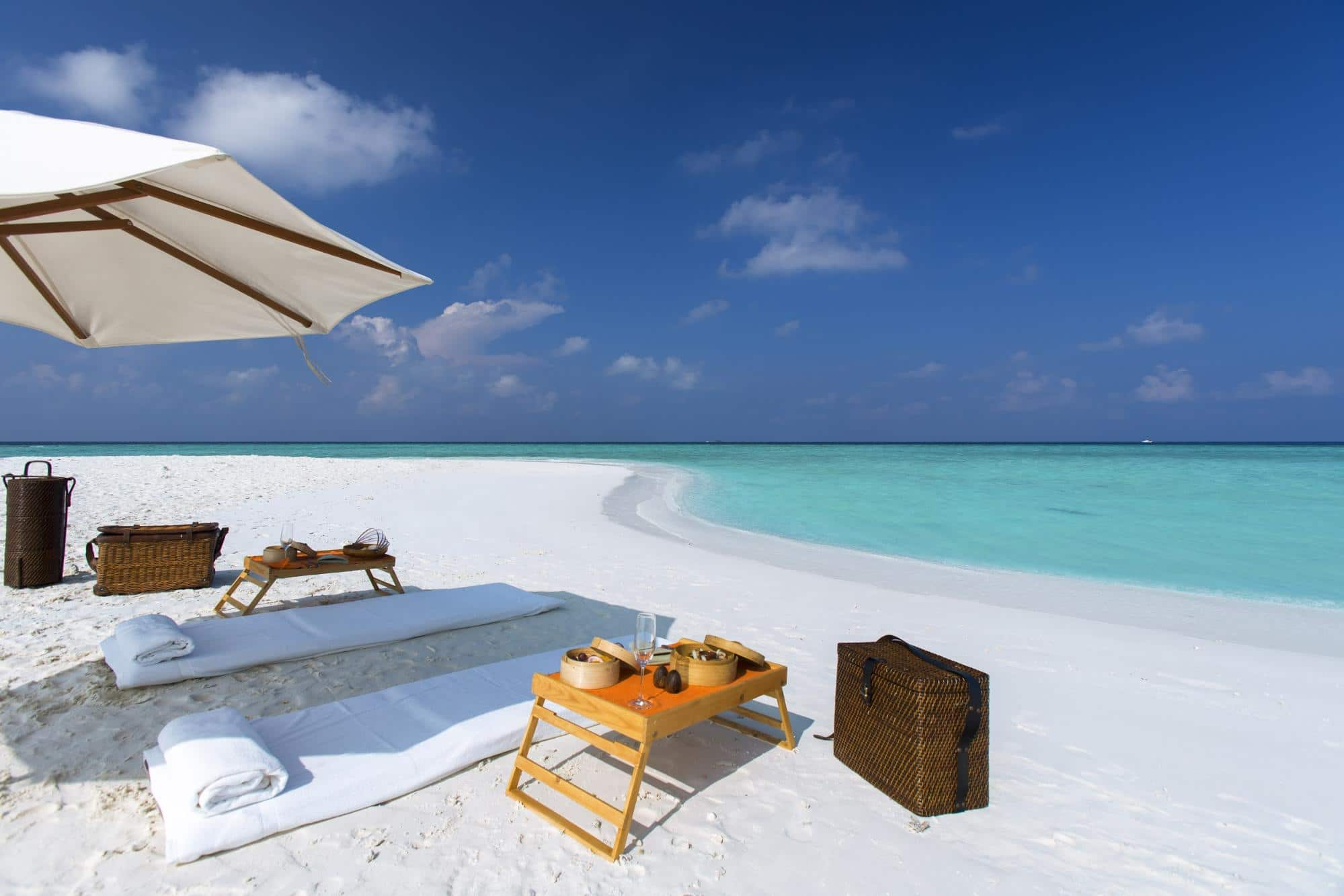 Picnic on a sandbank - Courtesy of Gili Lankanfushi