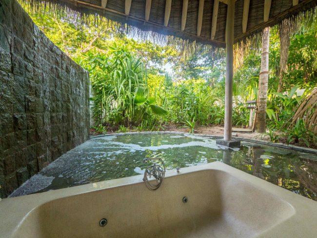 Bathroom in the villas at Soneva Fushi 02