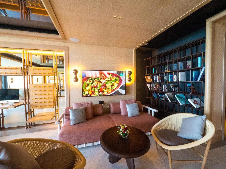 Joali seaplane lounge