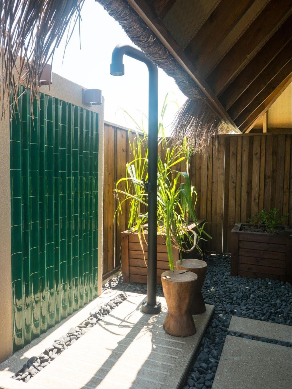 Outdoor bathrooms in Joali's water villas