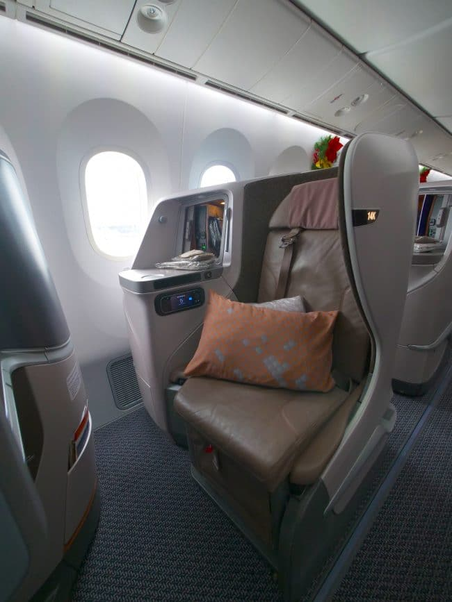 Seat on the Singapore Airlines Boeing 787-10 Business Class 01