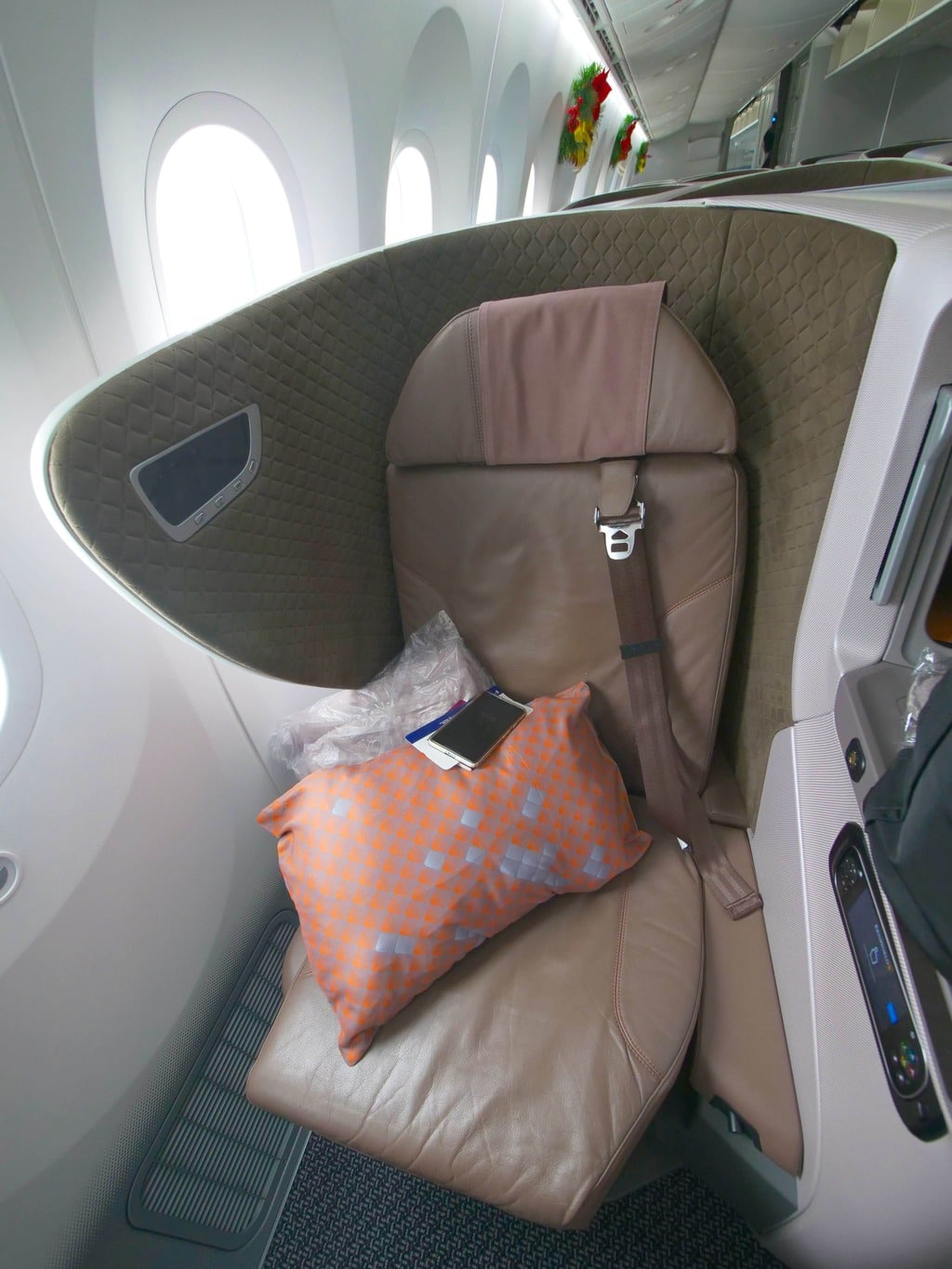Seat on the Singapore Airlines Boeing 787-10 Business Class 02