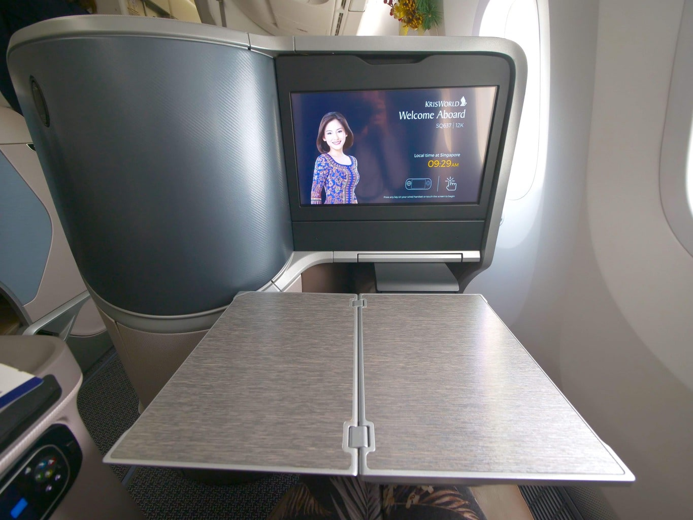 Tray table on the Singapore Airlines Boeing 787-10 Business Class 01