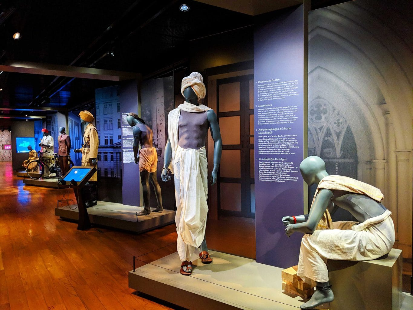 What the early Indian laborers in Singapore wore