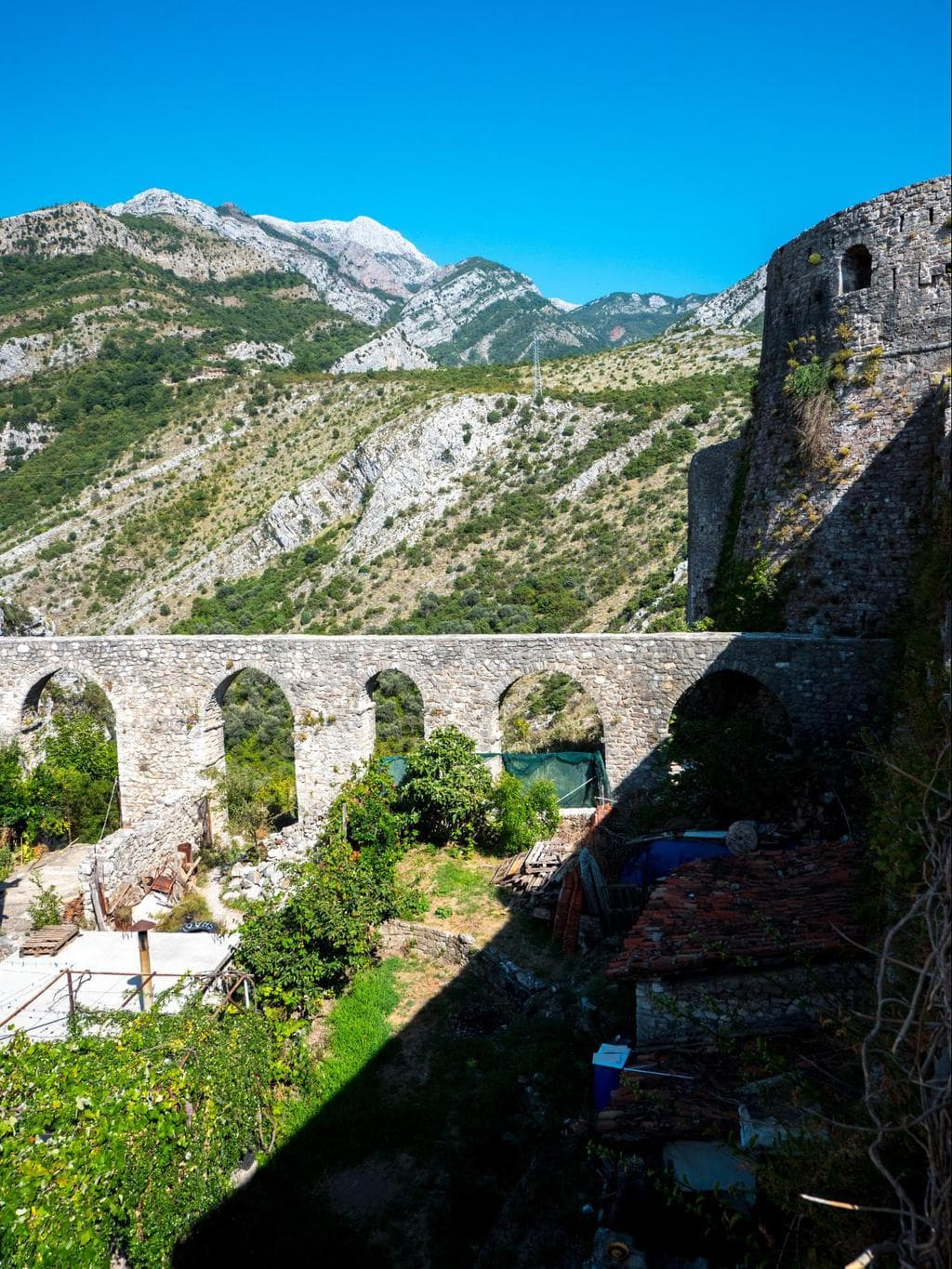 Aqueduct into Stari Bar