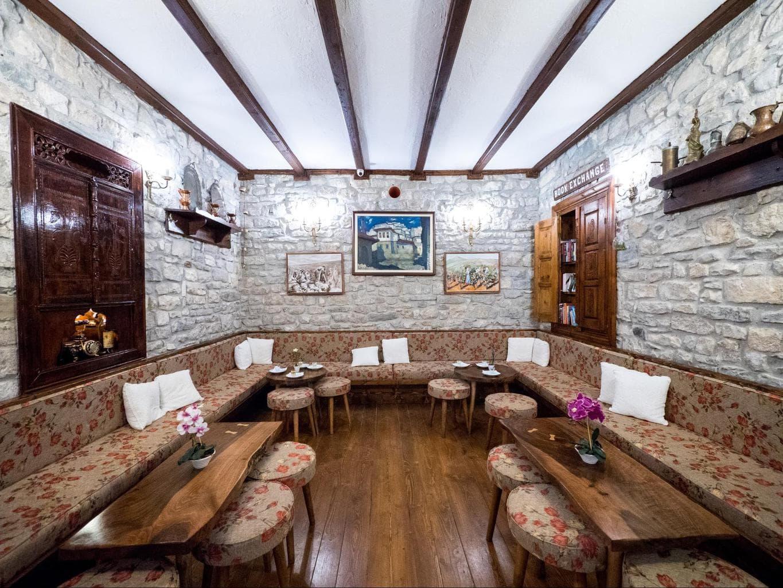 Hotel Mangalemi lobby bar