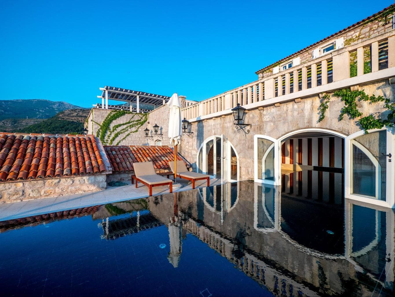 Sveti Stefan pool
